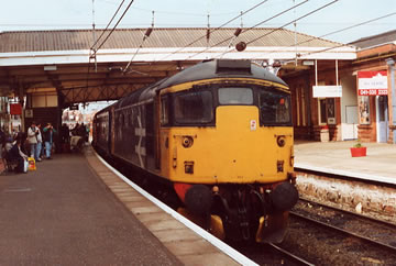 26035 on the 1Z94 1040 Carlisle to Ayr at Ayr on 09/06/90. JB